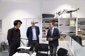 Hiroshi Ishiguro en las instalaciones de BISITE