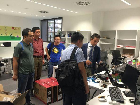 Miembros del Instituto de Ingeniería Electrónica de NUDT en BISITE