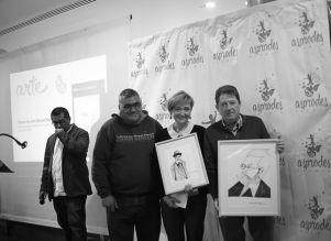 Los premiados con un representante de Asprodes